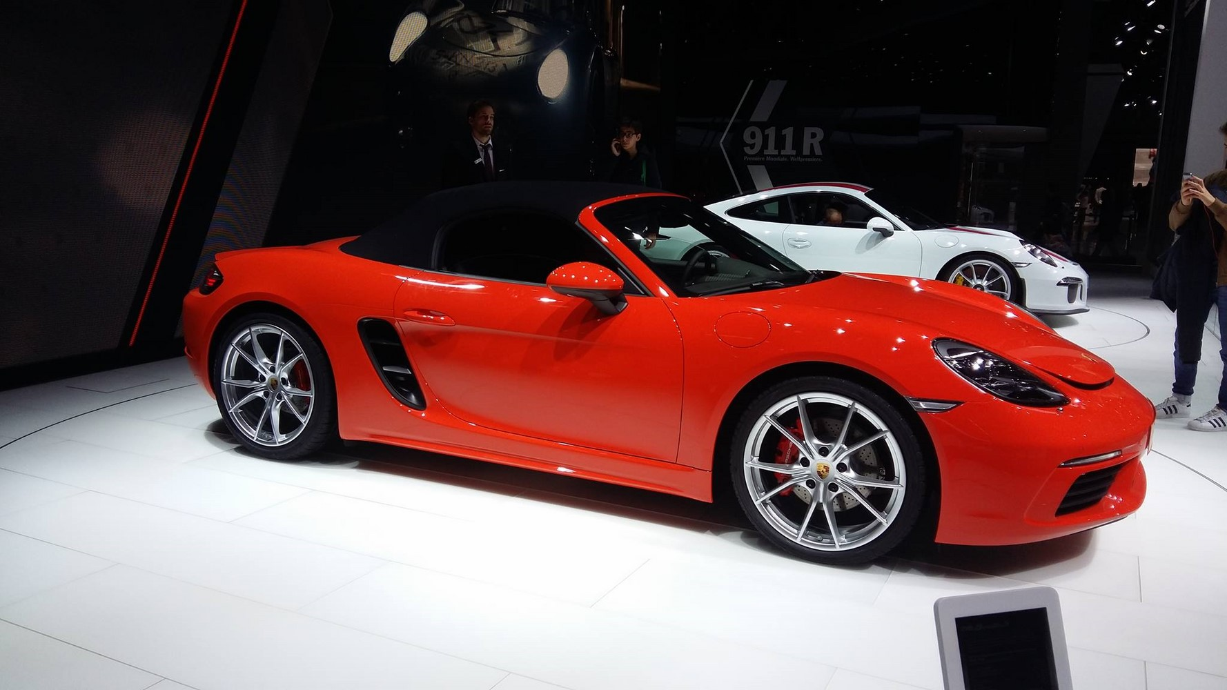 lumi re sur la porsche 718 boxster gen ve 2016. Black Bedroom Furniture Sets. Home Design Ideas