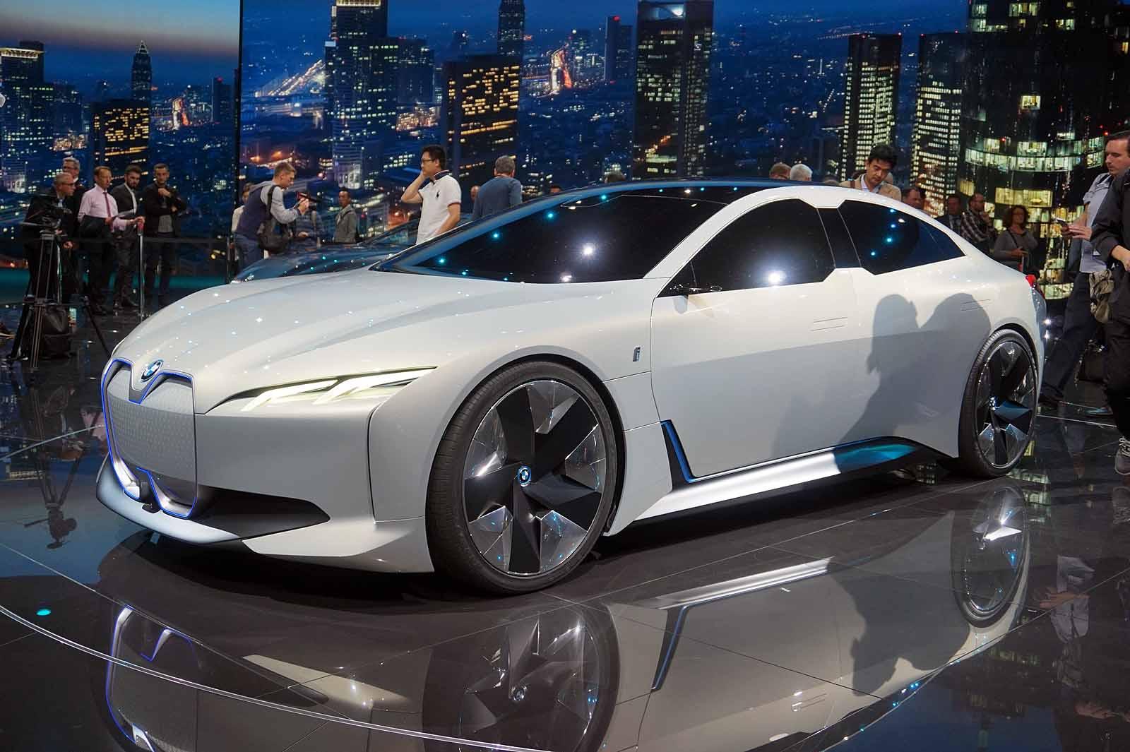 La BMW i4 avec 700 kilomètres d'autonomie en une charge ...