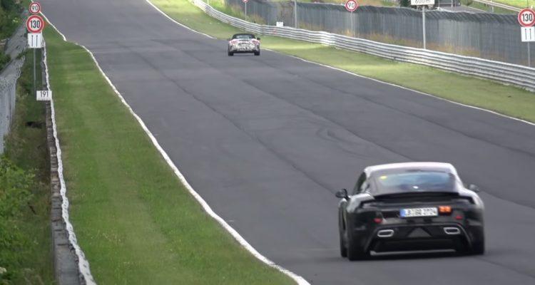 La Porsche Taycan (électrique) roule sur le Nürburgring.
