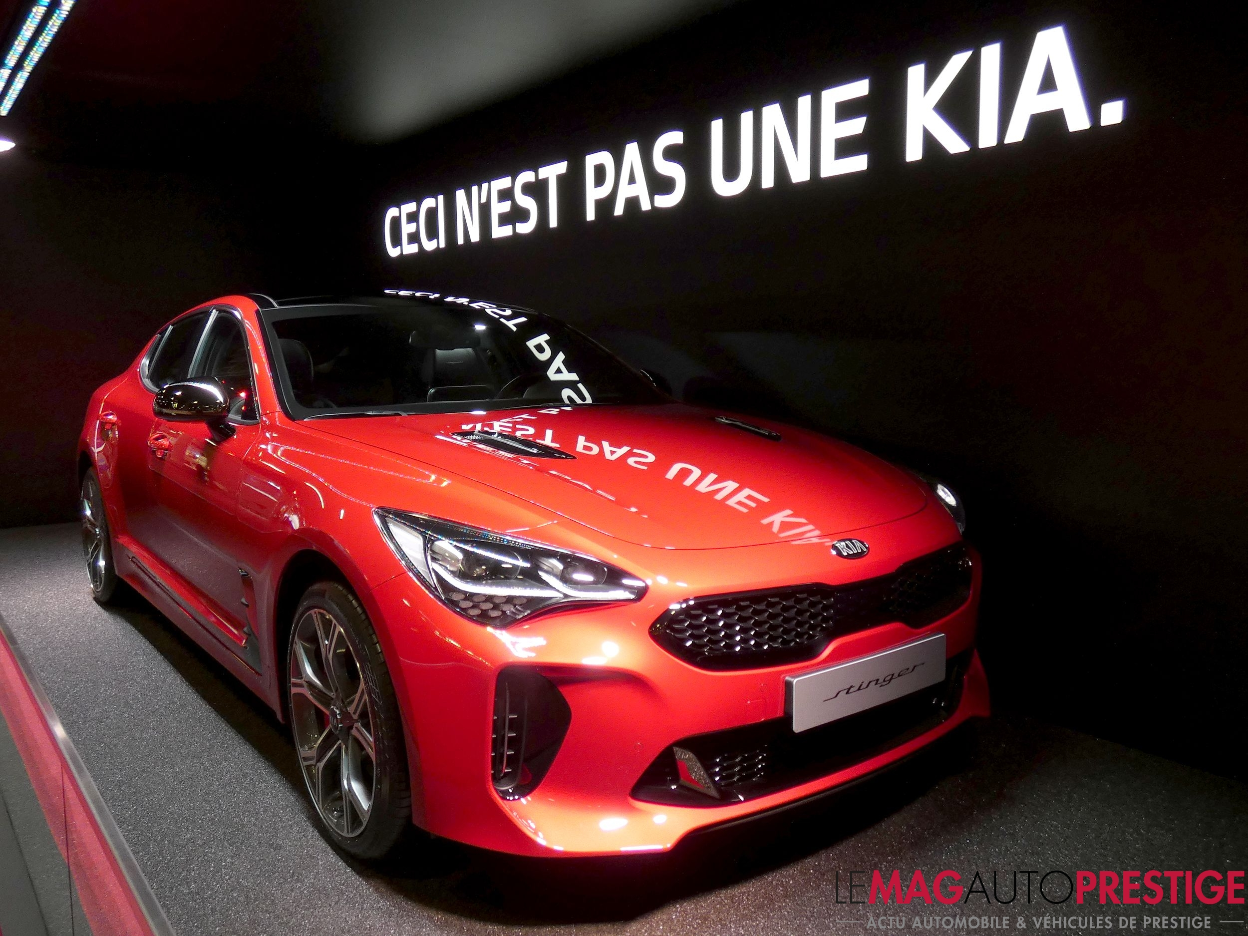 mondial de l 39 auto 2018 la kia stinger a de quoi s duire le mag auto prestige. Black Bedroom Furniture Sets. Home Design Ideas