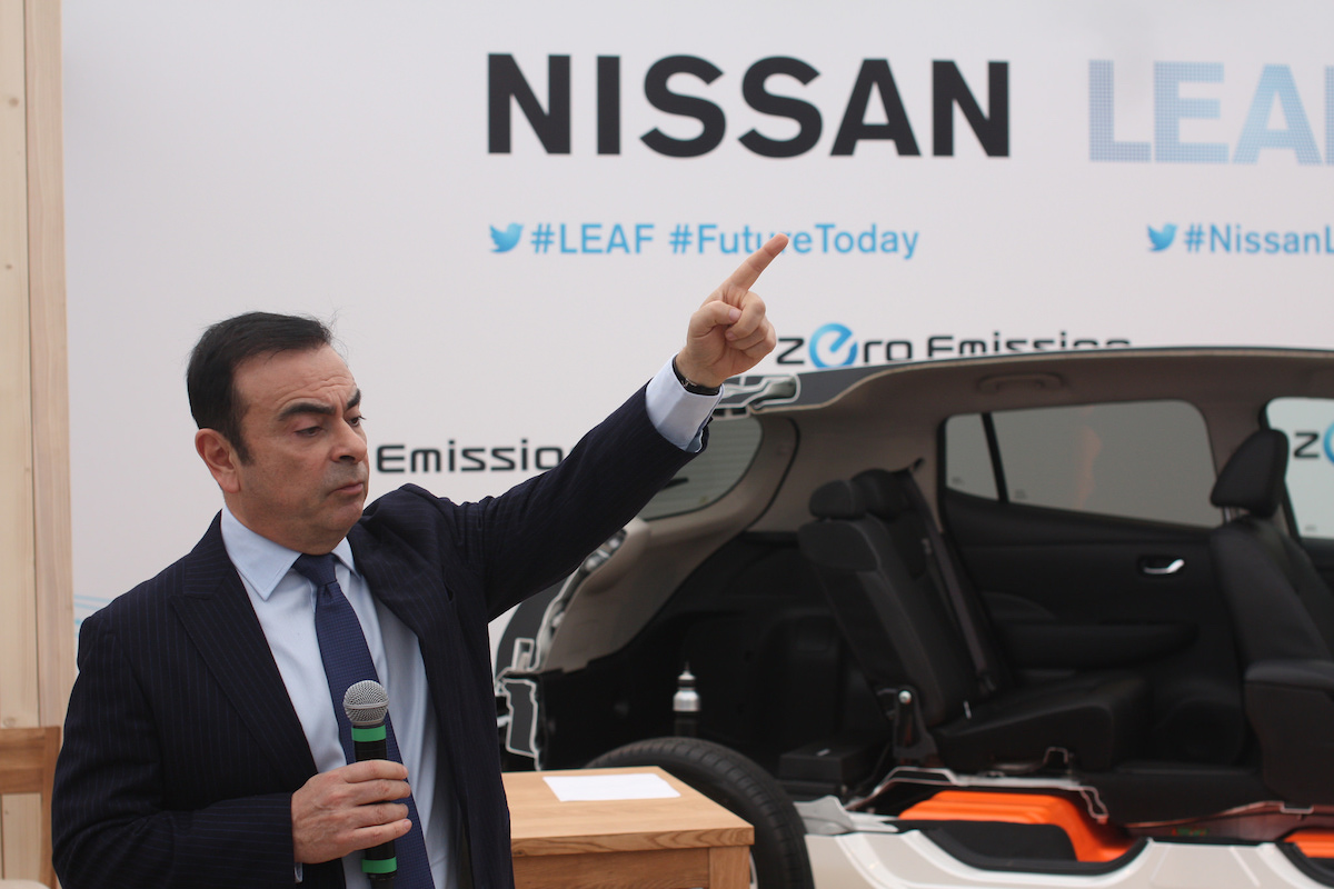 carlos ghosn garde vue prolong e et licenci par nissan. Black Bedroom Furniture Sets. Home Design Ideas