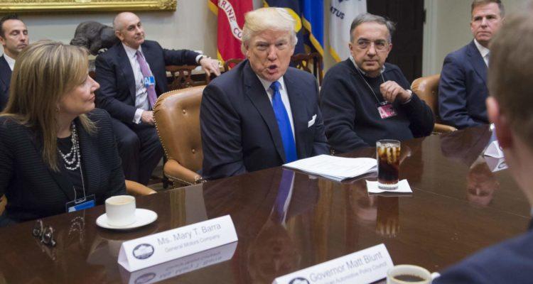 Donald Trump ne croit pas au 100% électrique et s'attaque à General Motors.