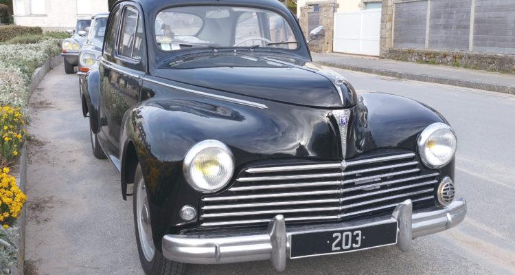 Normandie, Yvonne est fidèle à sa Peugeot 203 depuis 1954 !
