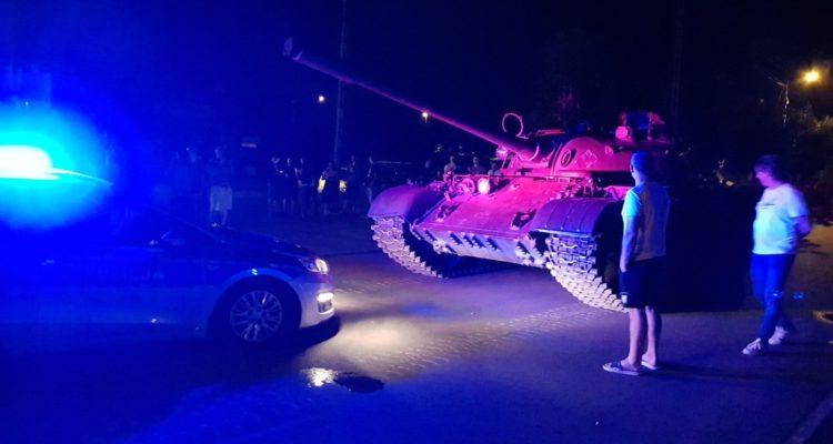 En Pologne, un homme ivre s'offre une virée en Tank !