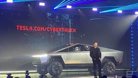 Tesla présente son pick-up et s'attire les moqueries des internautes