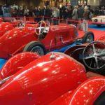 Les voitures de course du plateau Maserati vues de derrière