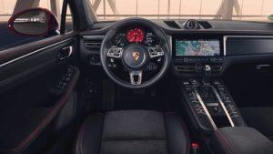 Le volant et la console centrale du Macan GTS