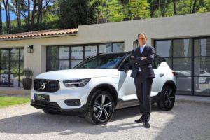 Volvo : Yves Pasquier-Desvignes, président de Volvo Car France, devant une de ses voitures