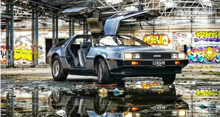 Retromobile la DeLorean sur le stand Easy Import Auto