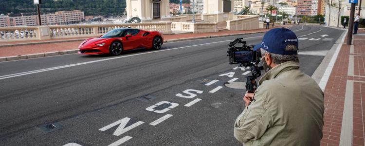 Ferrari s'offre Claude Lelouch et Charles Leclerc !