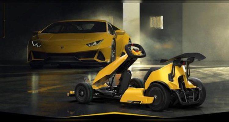 Lamborghini NineBot GoKart Pro faisant face à une autre voiture de la marque