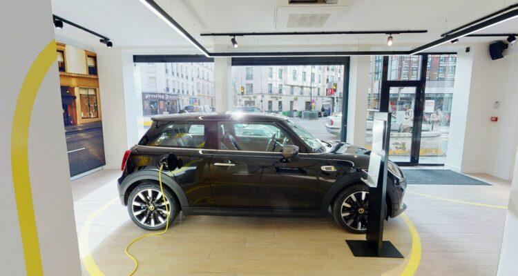 Un corner Mini Electric à Paris !